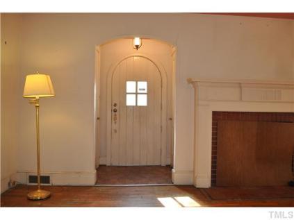 1810 Roxboro-foyer